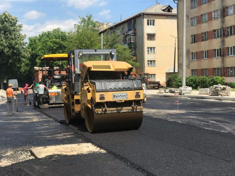 У Франківську продовжують об'єднувати бульвари: вже заасфальтували ...