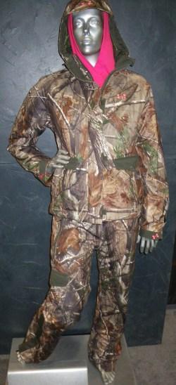 Under Armour ® Women's Camo Quest jacket & pants