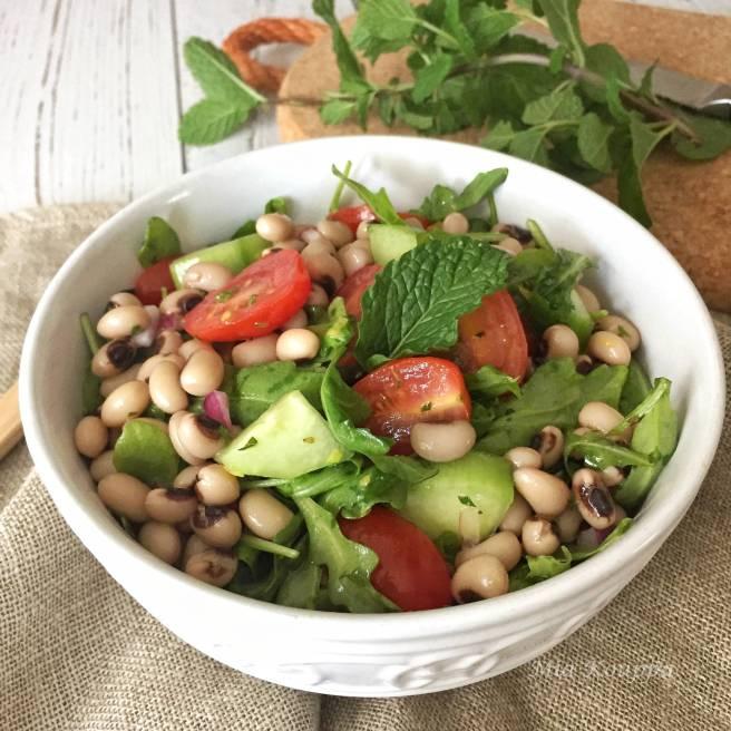 Black-eyed pea salad (Σαλάτα με μαυρομάτικα φασόλια)