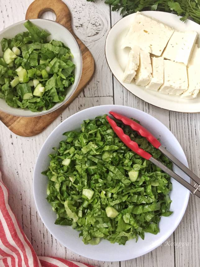 Maroulosalata, a deliciously, simple, easy lettuce salad where the lettuce is the star!