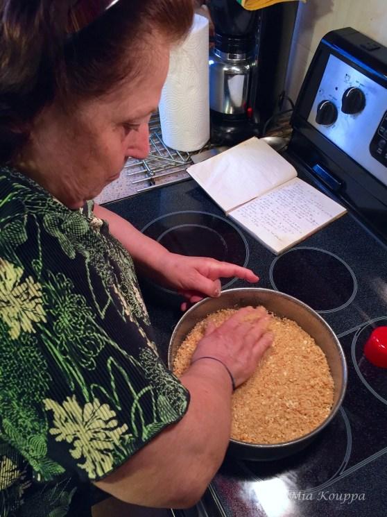 Preparing the cheesecake