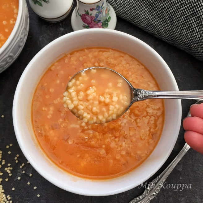 Sour trahana soup with tomato (Σούπα με ξινό τραχανά και ντομάτα)