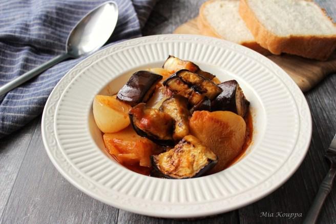 Eggplant stew (Μελιτζάνες στιφάδο)