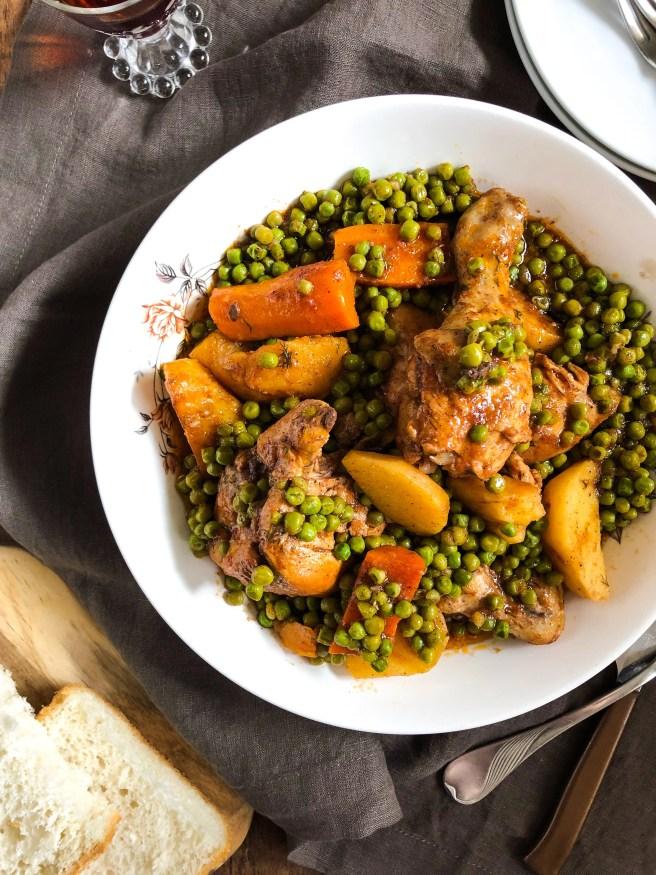 Chicken with tomato sauce and peas (Κοτόπουλο κοκκινιστό με αρακά)