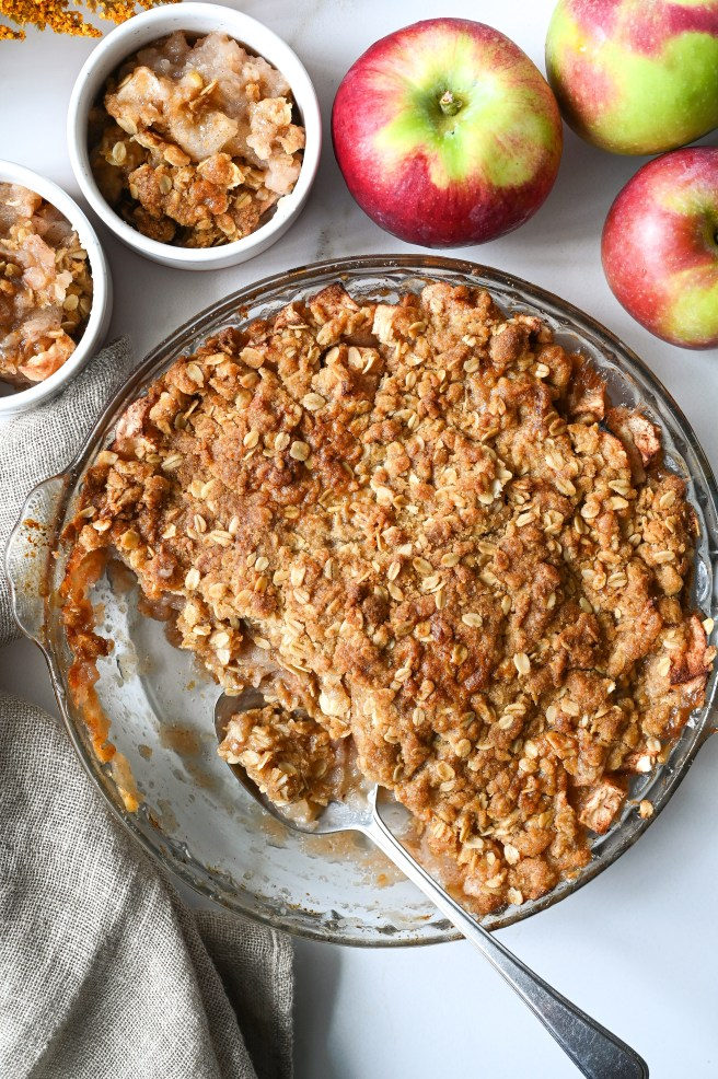Learn how to make an easy apple crisp that will become everyone's favourite.