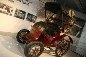 Primer vehículo híbrido