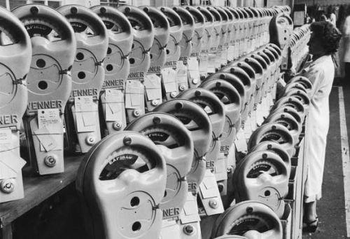 vintage-parking-meter-factory-getty-500