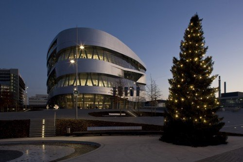 winter-at-mercedes-benz-museum-2