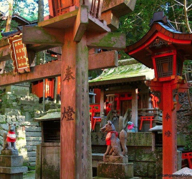 fushimi-inari-shrine-kyoto-micah-gampel-2010-2