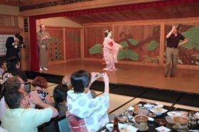 peter-macintosh-maiko-sony-ericsson-event-2007-kyoto-micah-gampel