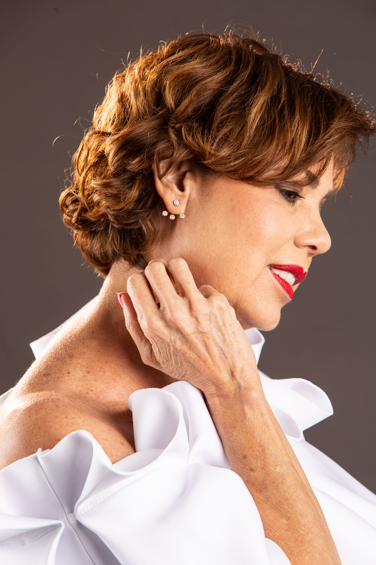chuky-reyna-mi-camisa-blanca-wearing-eravos-earrings