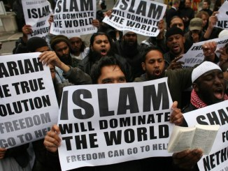 muslims-carrying-banners-declaring-islam-will-dominate-the-world-protest-at-the-visit-of-mr-wilders-to-the-uk.jpg