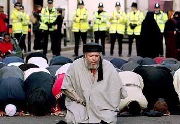 abu-hamza-praying.jpg