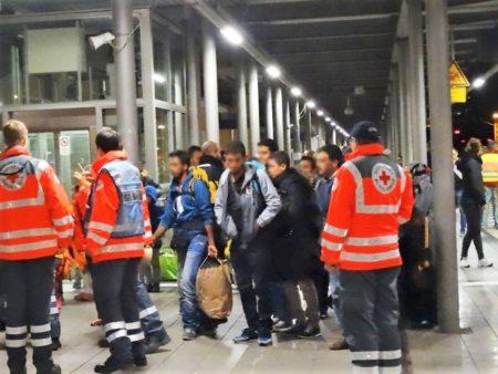 bahnhofsklatscher-refugees-welcome