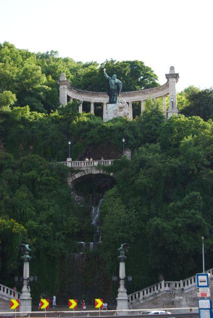 Статуя св. Геллерта на горе Геллерт