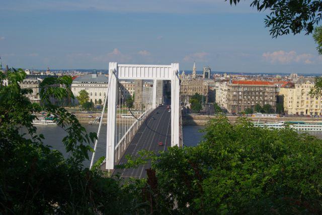 Вид с горы Геллерт на Пешт и мост Эржебет