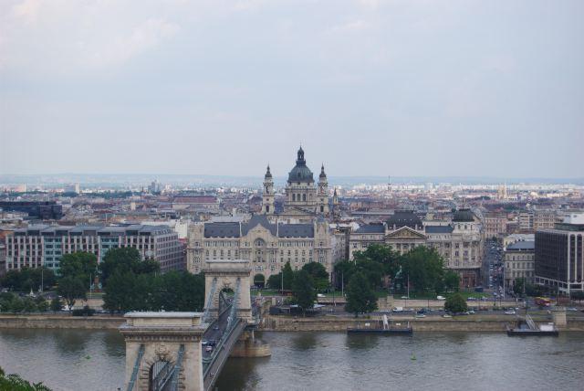 Вид с Крепостной горы на Цепной мост и базилику Св. Иштвана