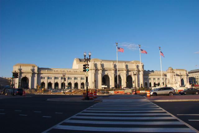 Площадь Колумба и железнодорожный вокзал
