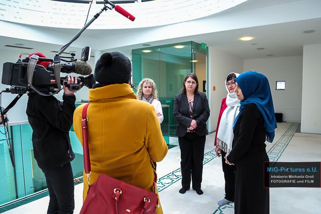 """6D/Fotostrecke: Making Of – Am Set des TV-Religionsmagazins """"ORF Orientierung"""" zum Thema Interreligiöse Begegnung für Frauen, Linz/OÖ, 17./18.2.2017 – Presse- & Setfotografie für Haus der Frau Linz"""