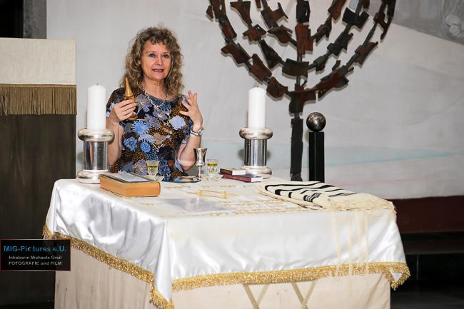 """6D/Fotostrecke: """"Die Synagoge von innen kennenlernen: Interreligiöse Begegnung für Frauen"""", 18.5.2017 – Presse- & Veranstaltungsfotografie für Haus der Frau Linz"""