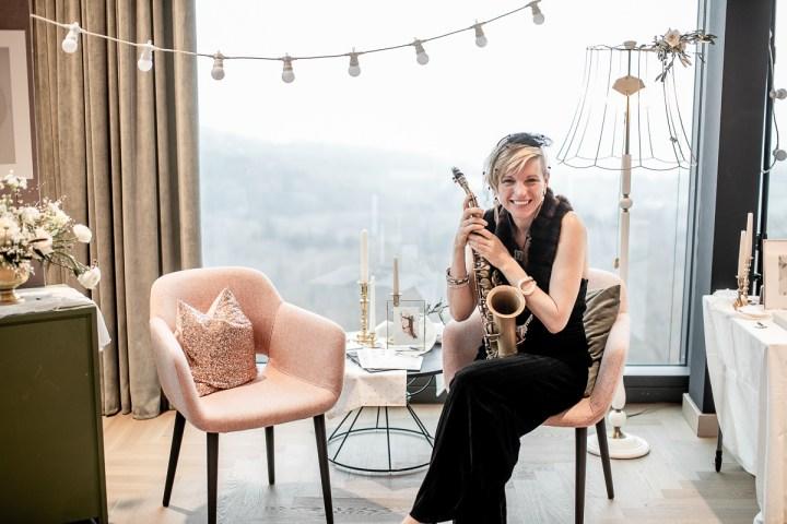 Saxophonfrau Hochzeitsmesse