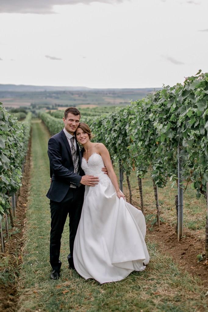 Spätes Portraitshooting Brautpaar im Weinberg