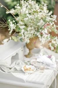 Verlobungsring Hochzeit im Garten Hochzeitsfotografin Dinnertable