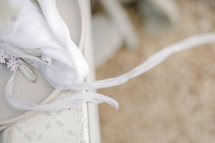 Verlobungsring Hochzeit im Garten Hochzeitsfotografin Besteck Silberbesteck