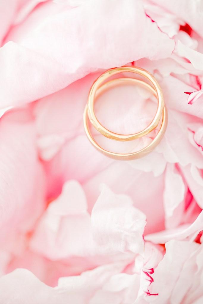 Pfingstrose Eheringe Hochzeitsfoto Michaela Klose