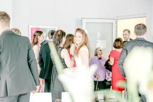 zeitlos schöne Hochzeit in Stuttgart Gratulation Sektempfang