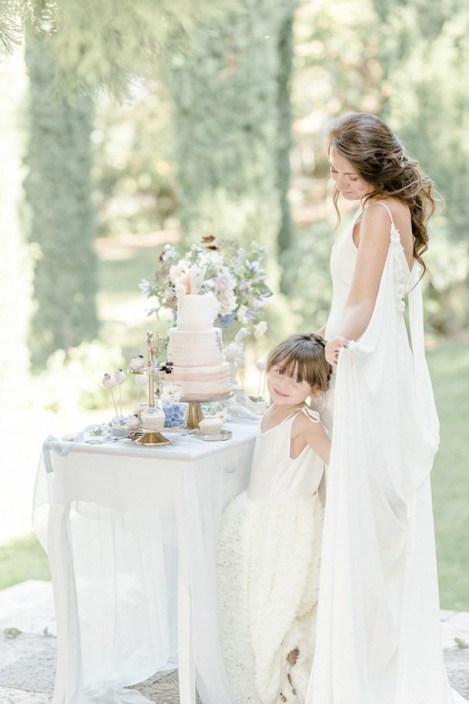Braut am Sweettable