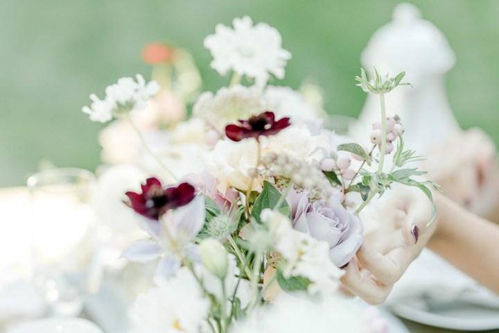 Blumen auf der Kaffeetafel Fine Art Hochzeit Pfalz