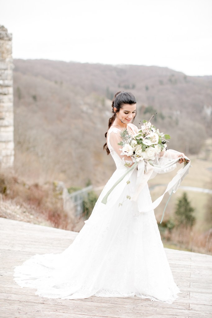 Braut Winterbraut Hochzeit im Winter Maisenburg