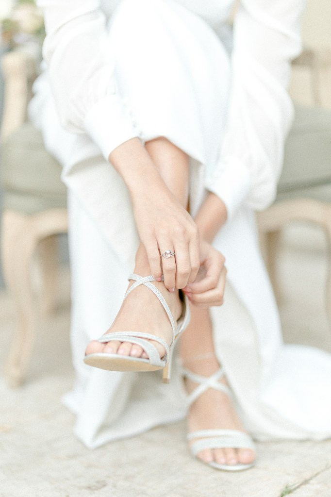 Feine Hochzeit in der Pfalz Brautkleid Modern Getting Ready Braut