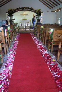 Chapel and rose pedals
