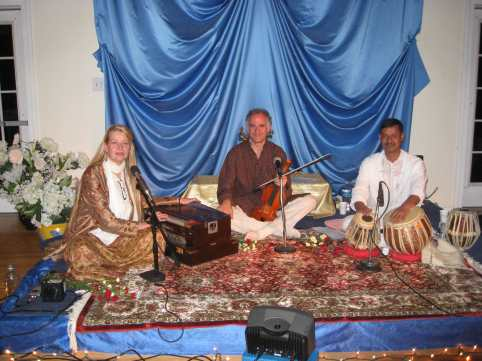 Ananda Ashram Sept 2009 Kirtan with Ullamaia