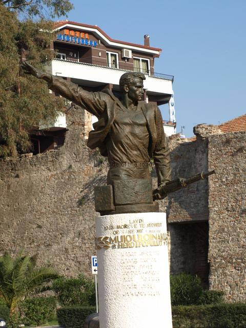 Mujo Ulqinaku statue with original text