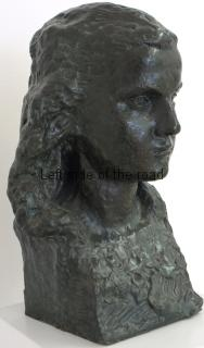 Girl (bronze) - Janaq Paço