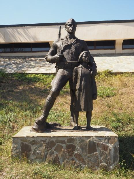 Partisan and child - Borove