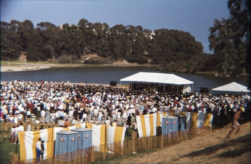 The 1982 UCSB graduation looks a lot like the 2009 graduation.