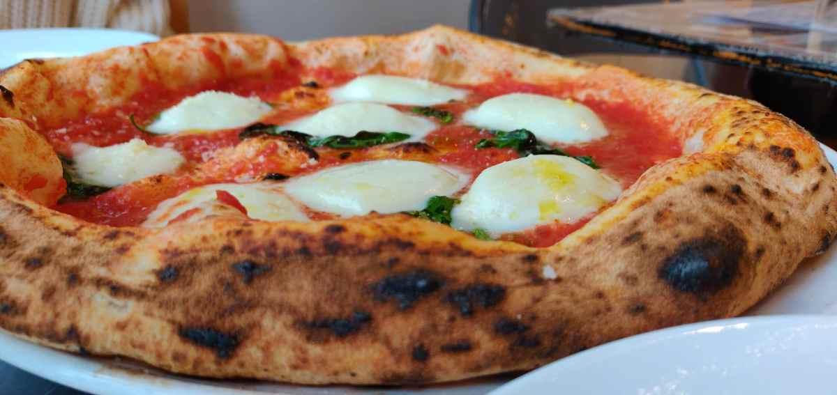 A margarita pizza.