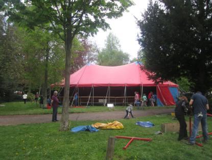 Zeltaufbau am Sonntag den 26.4.