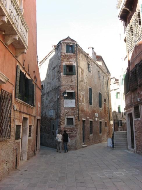 Accademia Backstreets