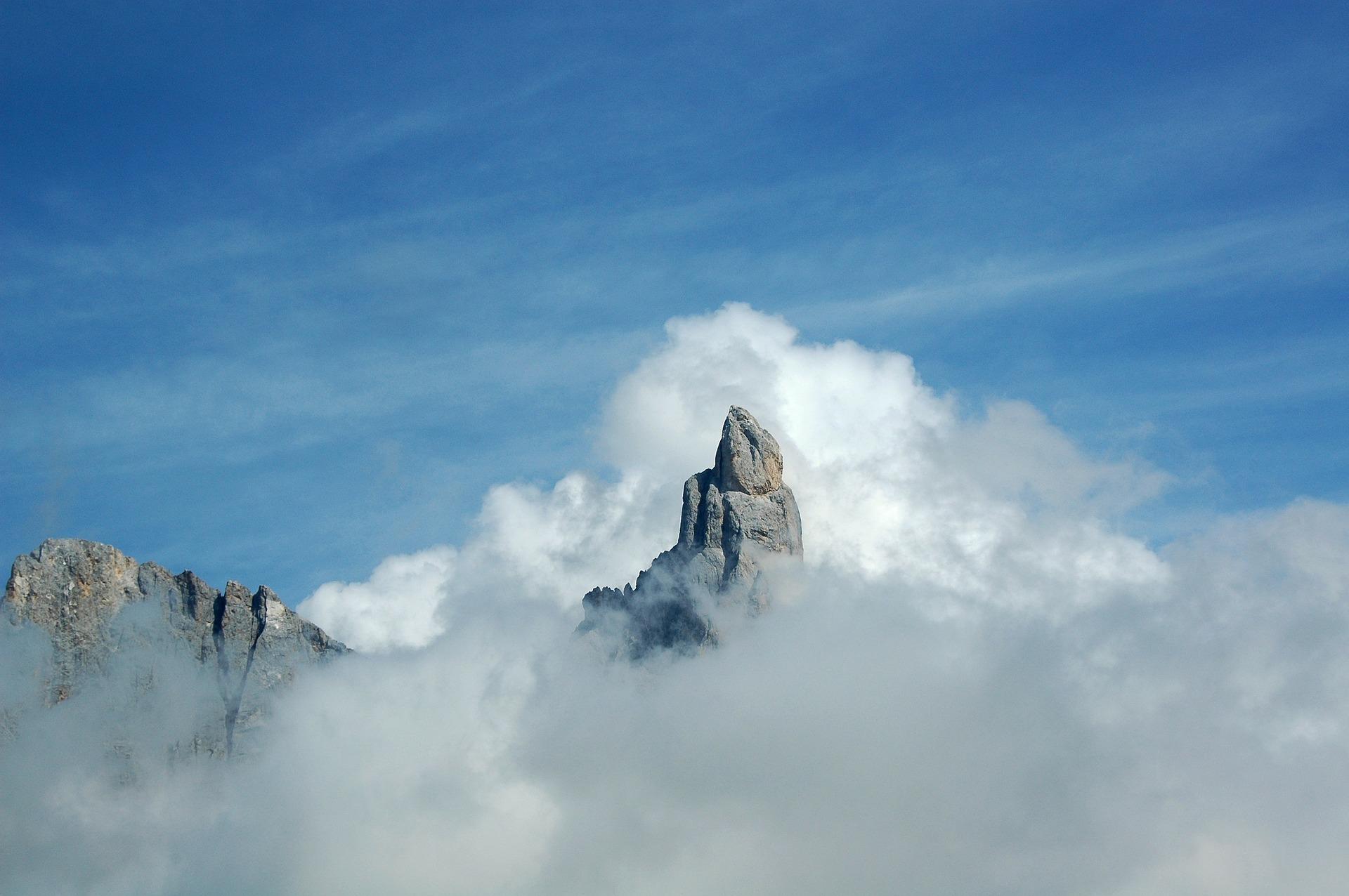 Mountains, hidden in clouds