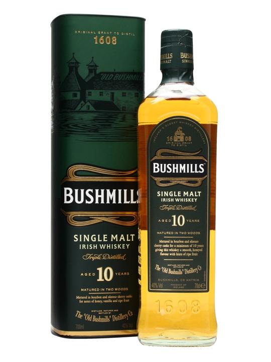 Bushmills Single Malt, 10 letni. Można go dostać nawet za 100 zł, choć zazwyczaj nieco drożej. Słodki deserowy zapach z nutami ananasa, czy miodu. Idealny na początek!