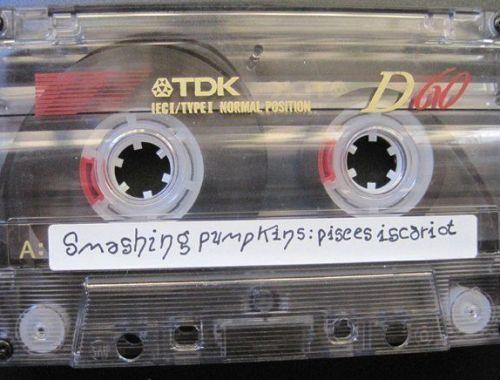 The Smashing Pumpkins recopilaron caras b y demos en Pisces Iscariot.