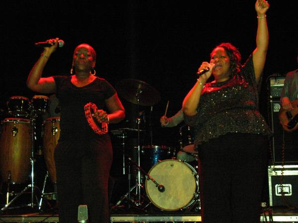 The Dapettes and Sharon Jones live in Roundhouse London