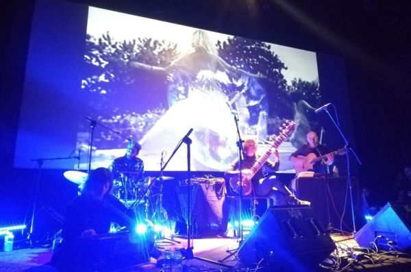 Estrella Fugaz grabó en Matadero de Madrid Un sendero fluorescente