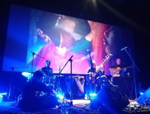 Estrella Fugaz publica Un sendero fluorescente con el sello Caballito Records.