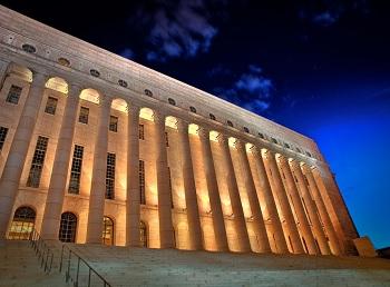 El imponente edificio del Parlamento de Finlandia